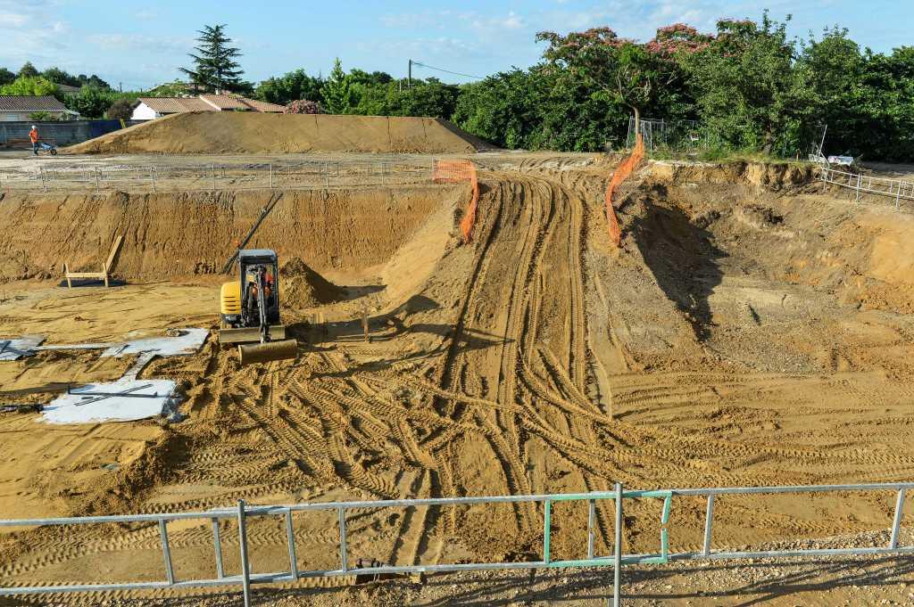 Acoba Assistance maîtrise d'ouvrage : Les travaux de reconstruction de la piscine à Ambarès-et-Lagrave se poursuivent-3