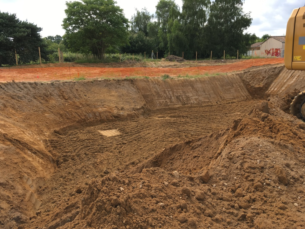 Acoba Assistance maîtrise d'ouvrage : Les travaux de reconstruction de la piscine à Ambarès-et-Lagrave ont débuté - 1