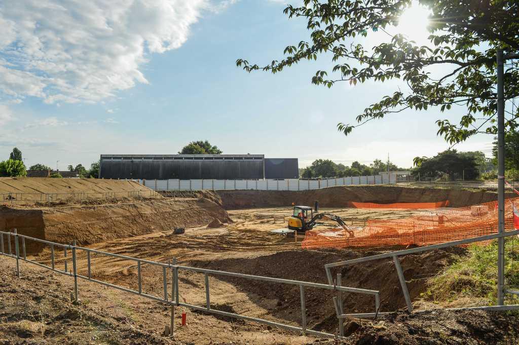 Acoba Assistance maîtrise d'ouvrage : Les travaux de reconstruction de la piscine à Ambarès-et-Lagrave se poursuivent-2